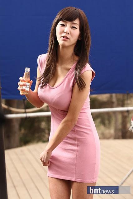 Korean kpop bambino wearing no panties slow motion