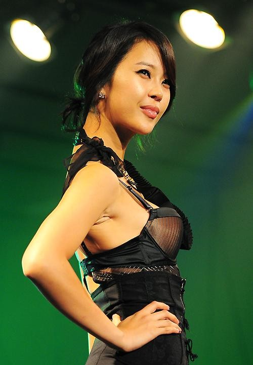 boobs2baekjiyoung1